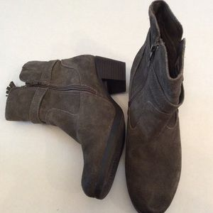 Earth Origins Tori suede leather booties
